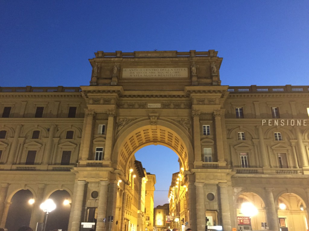 Tor Piazza della Repubblica Florenz